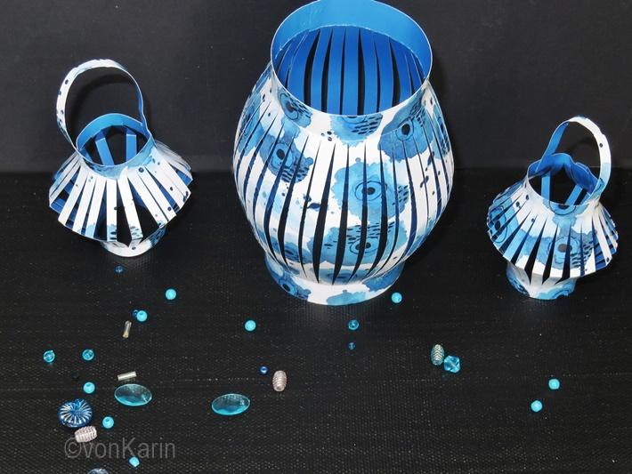blau weisse Lampions aus Papier gefaltet