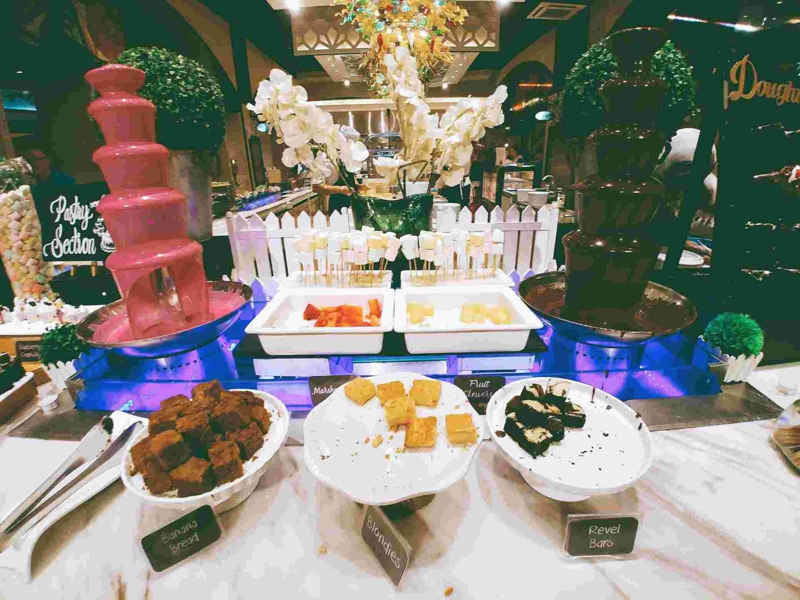 Vikings Luxury Buffet: dessert station
