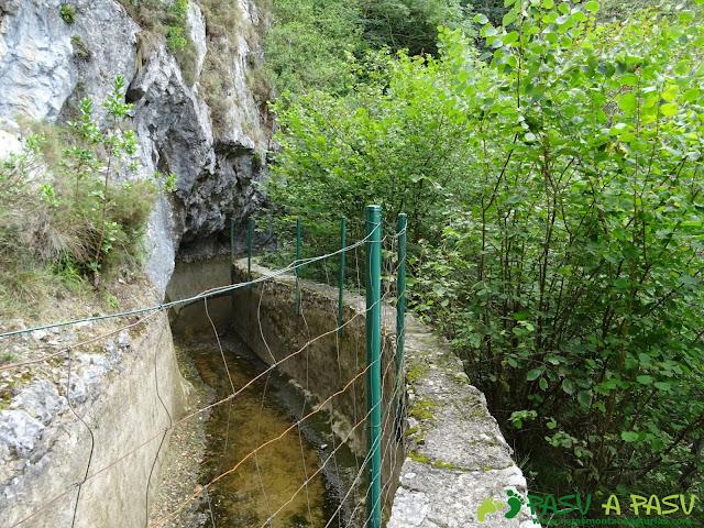 Canal de Reñinuevo: Entrada en la propia canalización