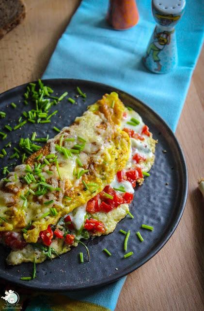 Omelette mit Tomate und Mozzarella