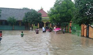 Diguyur Hujan Sejak Siang, Desa Sundul Di terjang Banjir