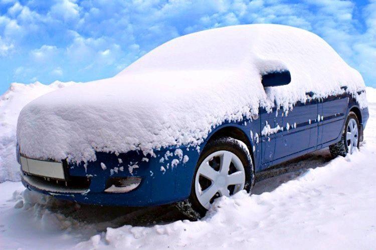 Arabanızı üzerindeki karları çizmeden temizlemek niyetindeyseniz, kar eriyene kadar motoru açık bırakmalısınız.