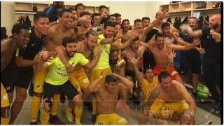 Οι πανηγυρισμοί των ποδοσφαιριστών του ΑΠΟΕΛ στα αποδυτήρια