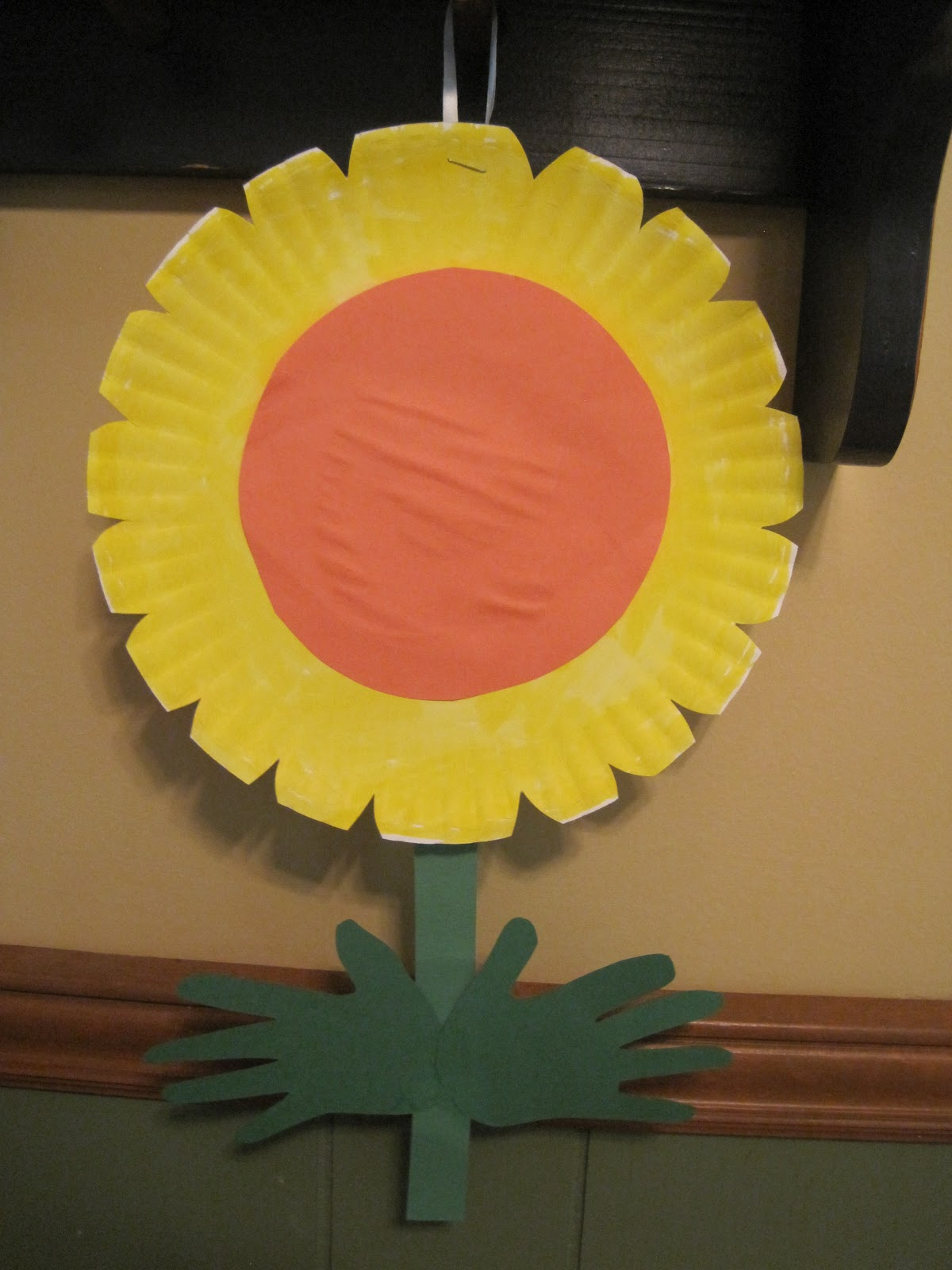 walk in the sunshine: Paper Plate Handprint Flowers
