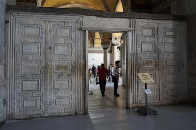 Puerta de mármol