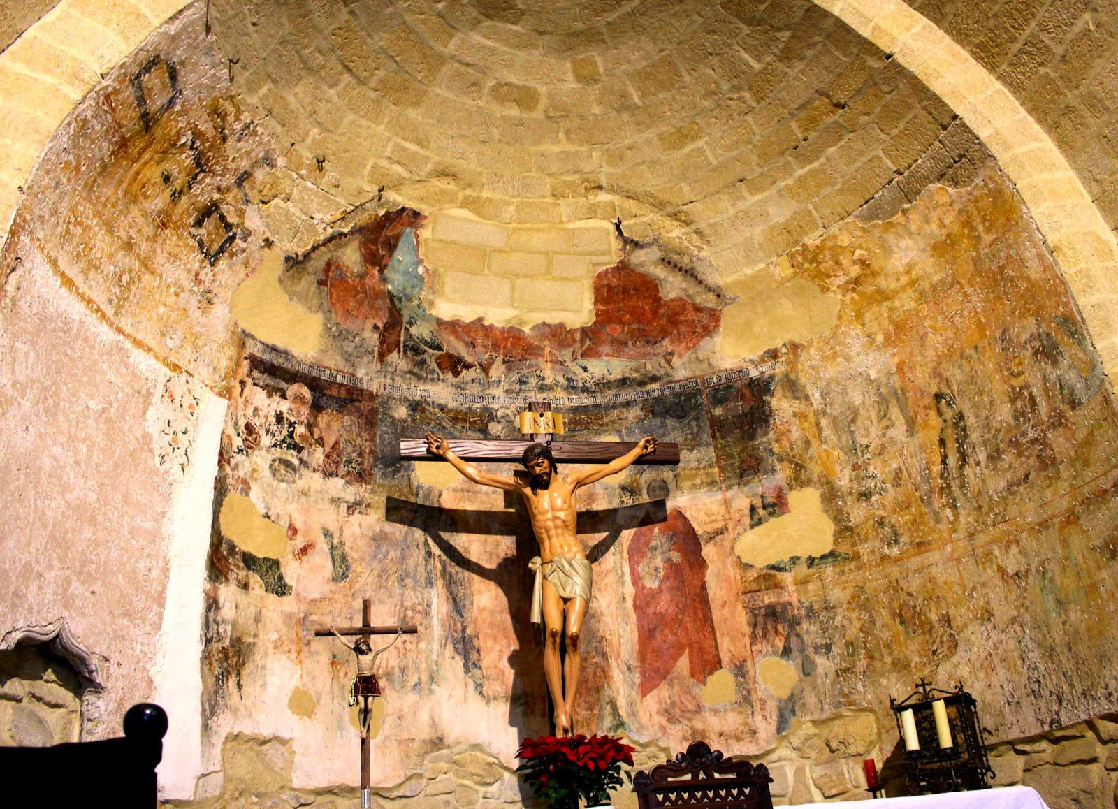 Ábside con pinturas del s. XV en la iglesia de la Santa Cruz en Baeza