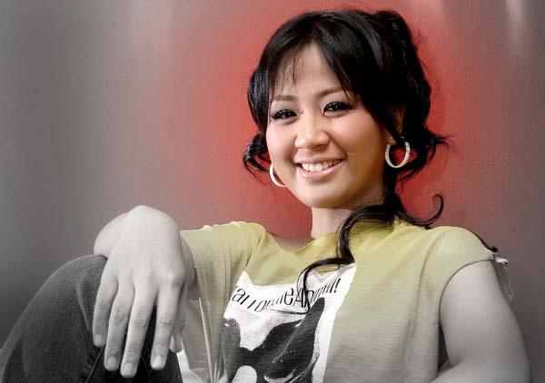 Lirik Lagu Sampai Kapan ~ Astrid Sartiasari