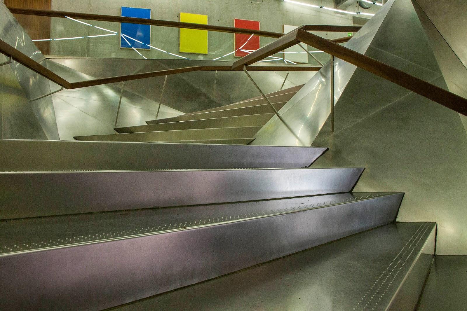 Exposiciones Tickets Cómo Llegar: Crónicadeunviajero: Escaleras Caixa Forum Madrid