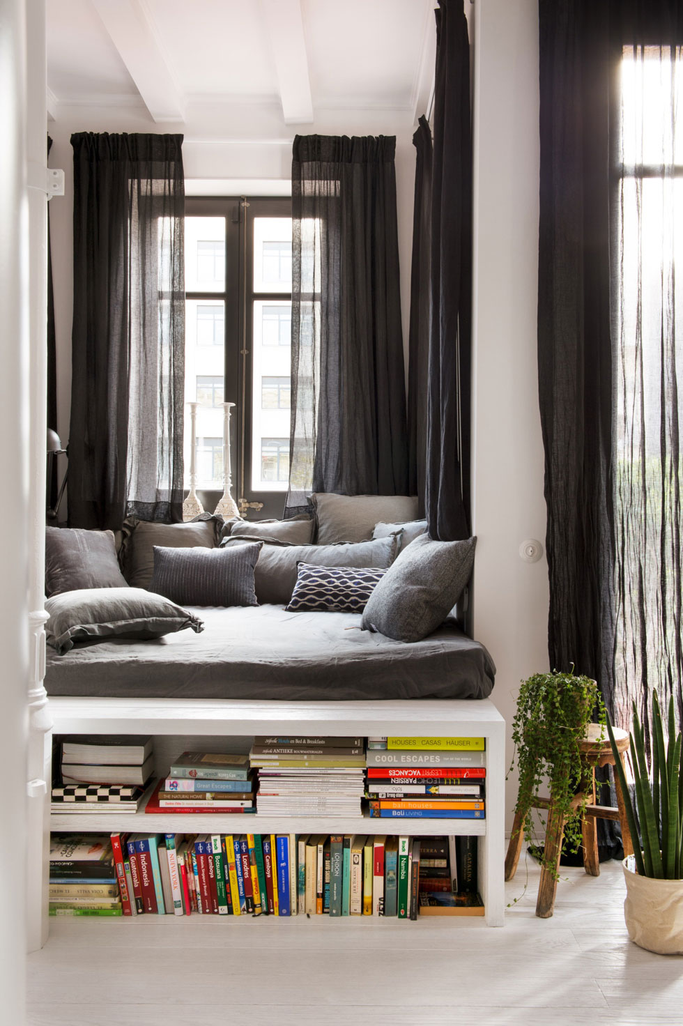interior design charming space a loft in barcelona. Black Bedroom Furniture Sets. Home Design Ideas