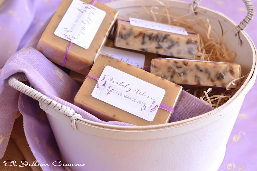 Detalles para bodas jabones personalizados de lavanda