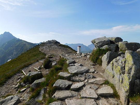 Podejście na Beskid z Suchej Przełęczy.
