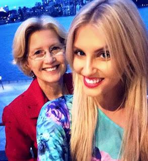Foto Erin Holland dengan Ibunya Patricia Holland