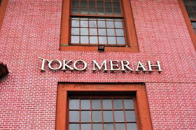 bangunan peninggalan bersejarah toko merah di kawasan kota tua jakarta good guide mtsn 4 walking tour