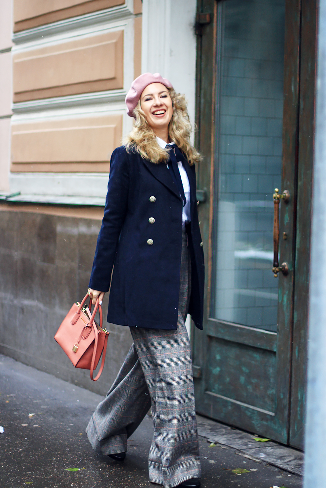margarita_maslova_military_coat_zara_pants_pink_michael_kors_bag_beret_streetlook