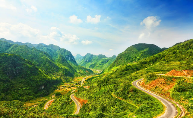 "Explore ""Happiness Road"" in Ha Giang"