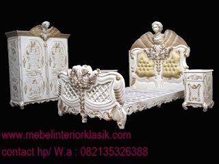 FURNITURE UKIR JEPARA-TEMPAT TIDUR UKIR PATUNG ANGLE,Tempat tidur ukiran patung,Jual Tempat tidur ukiran jepara,Tempat tidur klasik,tempat tidur klasik duco putih,mebel duco putih mewah kombinasi warna emas silver