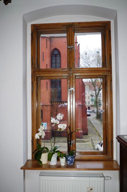 okna skrzynkowe, renowacja, kamienica, okna drewaniane, zabytkowe, stuletnie