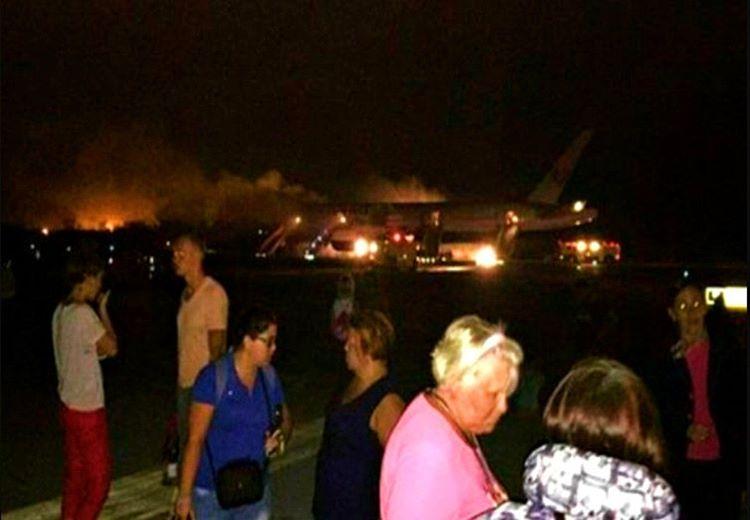 Tahliye edilen uçak 3 dakika içinde yanmaya başladı, neyse ki kimse zarar görmedi.