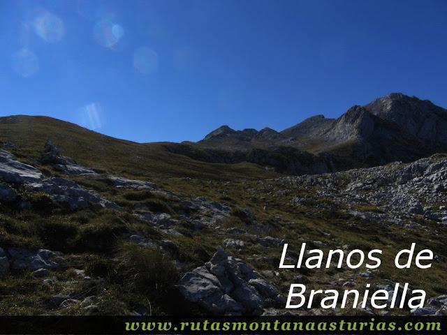 Ruta Jito Escarandi Cueto Tejao:  Llanos de Braniella