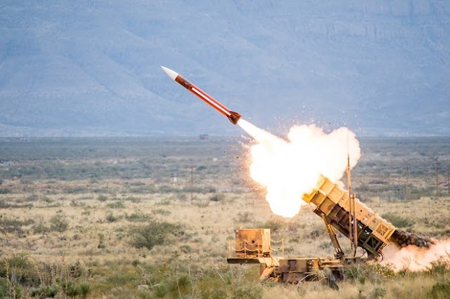 Nga bắn hạ hai rocket tấn công căn cứ không quân tại Syria