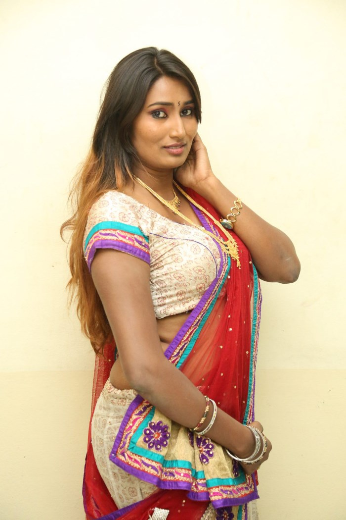 Very Sexy Wallpapers 2012: Hot Bollywood Actress Priti