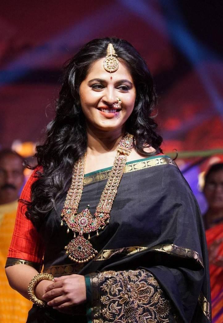 Anushka shetty stills in black saree at fashion show tollywood cast anushka shetty stills in black saree thecheapjerseys Choice Image