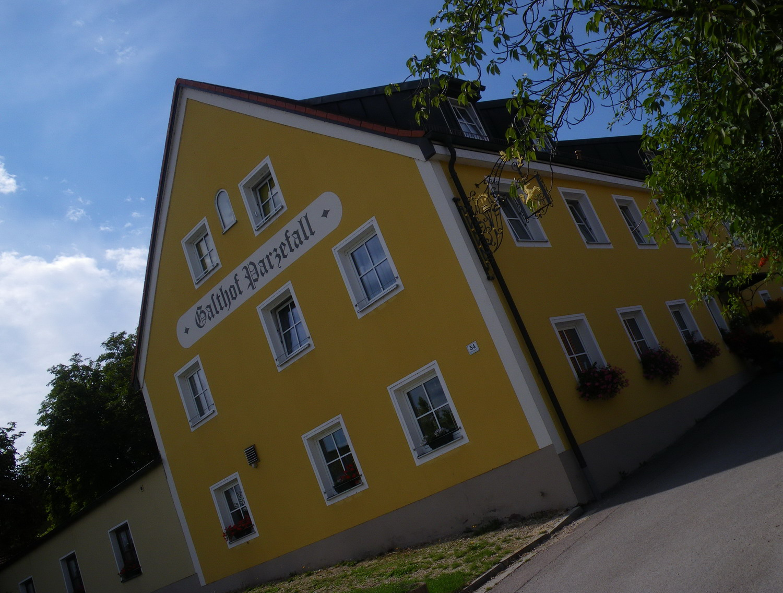 auswärts essen regensburg: Spanferkelleber im Gasthof Parzefall in ...