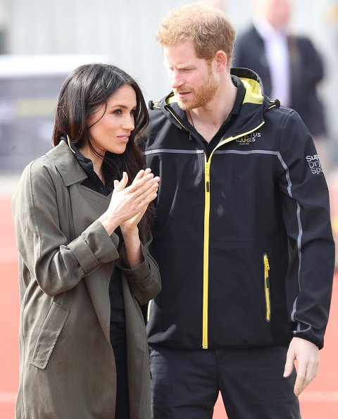 Meghan Markle wore Aritzia Babaton Bascom Trench Coat at Bath Sports Training Village. Invictus Games Sydney 2018. Meghan Markle fashion style
