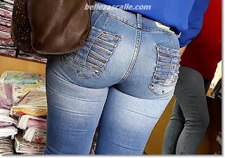 guapa chava caderas anchas jeans