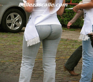 edecanes buen culo jeans apretados