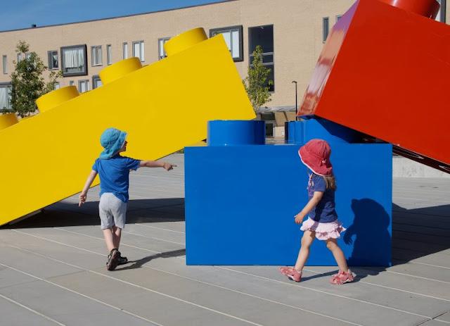 """Das LEGO House in Billund mit Kindern: Unser Besuch und 5 absolute Highlights. Im dänischen Billund haben wir das neue """"Home of Bricks"""" besucht, und auf Küstenkidsunterwegs erzähle ich Euch, was wir alles als Familie mit unseren Kindern erlebt haben und was dort unsere Favoriten waren."""