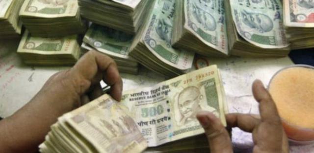 Banyak Petani India Bunuh Diri karena Uang 500 dan 1.000 Rupee Ditarik