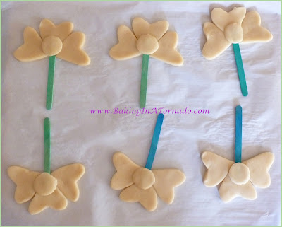 Spring Flower Cookies | www.BakingInATornado.com | #recipe #cookies