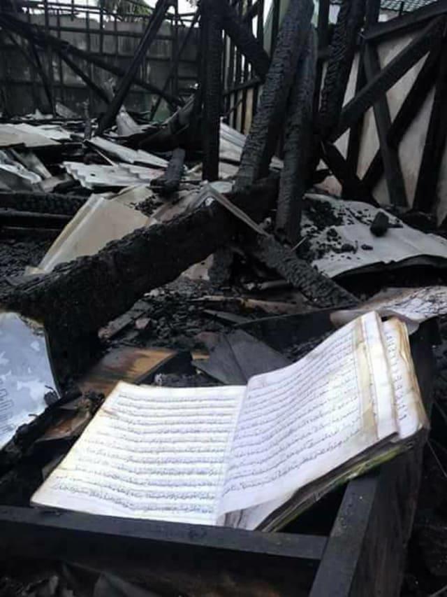 [Viral] Foto Alquran Tidak Tersentuh Api Saat Kebakaran di MAN 1 Barabai