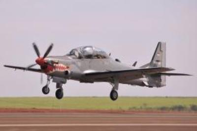 Pesawat Super Tucano take off
