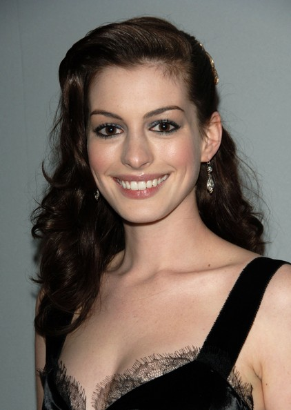 style queen anne hathaway hairstyles