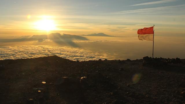 foto sunrise gunung semeru