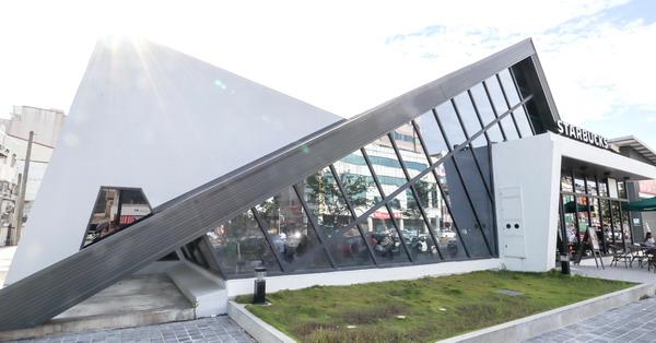 星巴克台南小北門市時尚三角結構外型特色建築,熱門網美打卡點