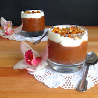 Mousse de chocolate e café com whiskey e creme de natas e amêndoa caramelizada