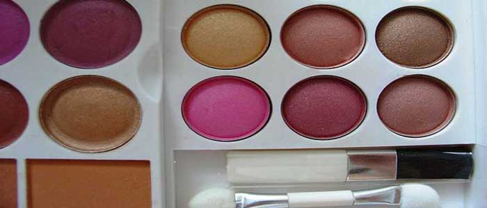 Kosmetik Racun Kecantikan Wanita