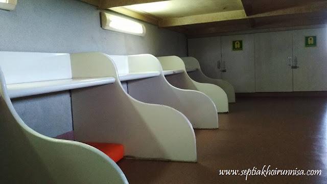 Ruang Lesehan di Kapal Ferry