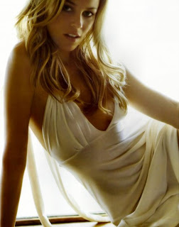 hot pics of elizabeth banks