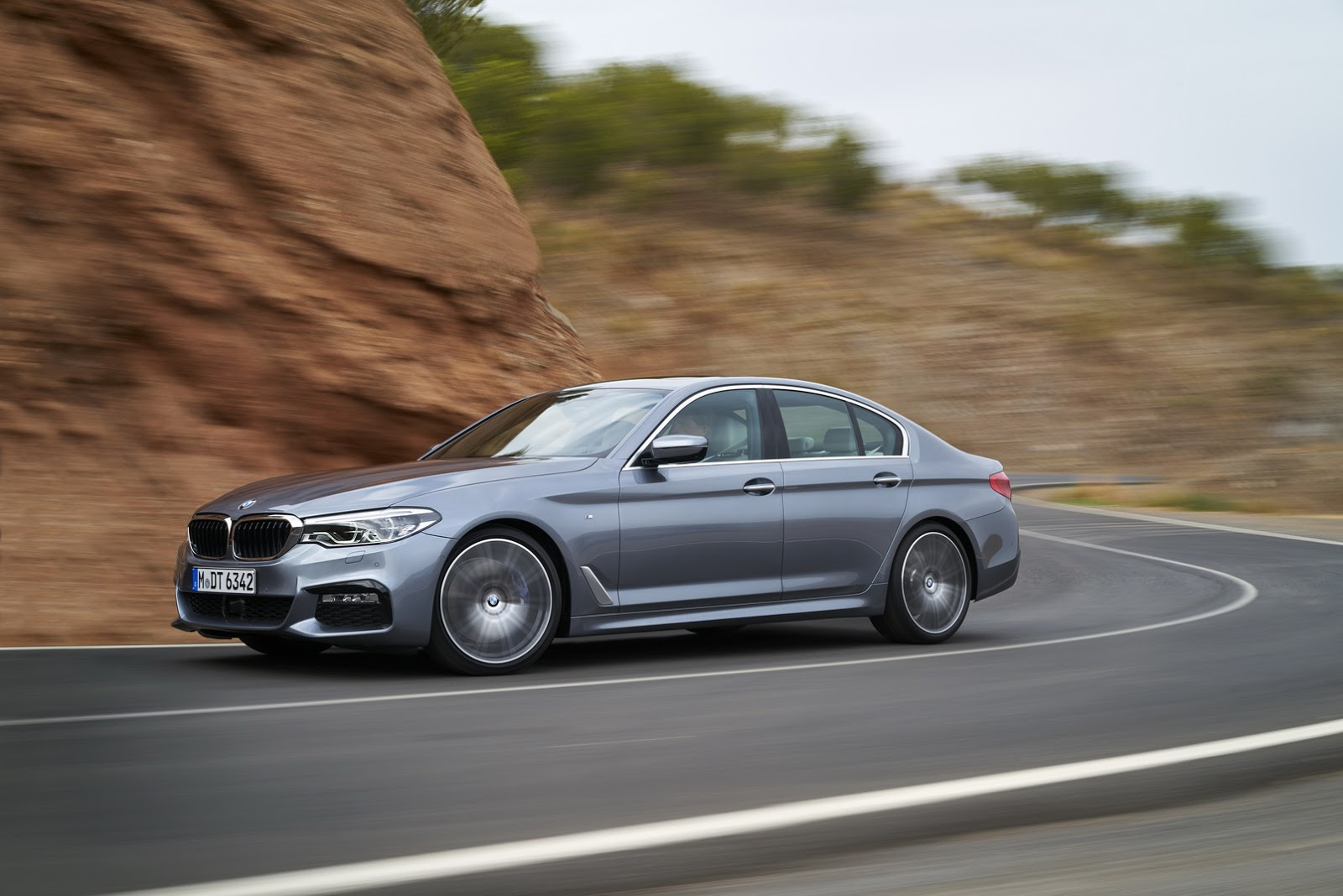 2017-BMW-5-Series-41.jpg