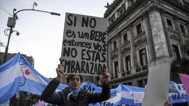 Debate sobre legalización de aborto provoca protesta en Argentina