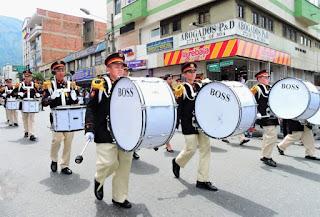 banda marcial del desfile día de la independencia colombiana en bello