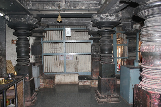 The ancient columns of Pampa shrine - Hampi Pick, Pack, Go