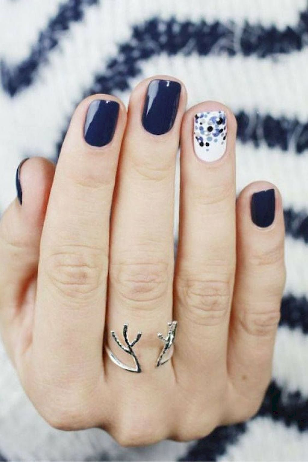 Toss Your Gloves: Cool and Awesome Winter Nail Art Ideas