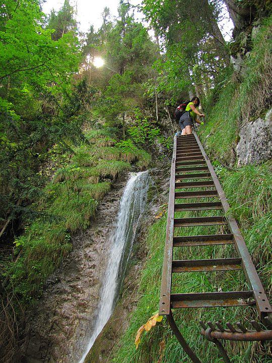 Drabina obok górnej strugi Wodospadu Welonowego.