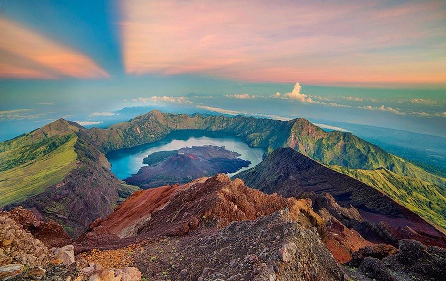 Puncak Gunung Rinjani 3726 m dpl Taman Nasional Gunung Rinjani