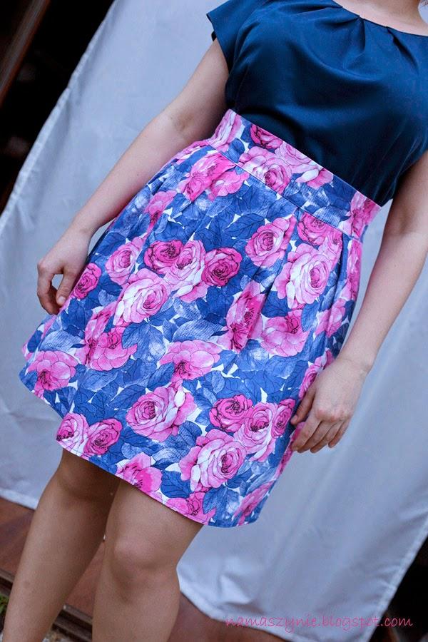 Spódnice, spódnica, kontrafałdy, rozkloszowana, zamek kryty, pasek, na pasku, kwiaty, róż, granat, błękit, na zamówienie,